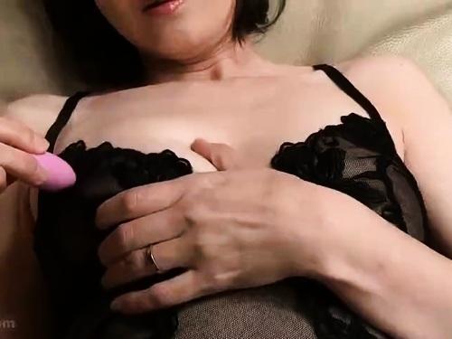 爆乳巨尻熟女のエロ動画