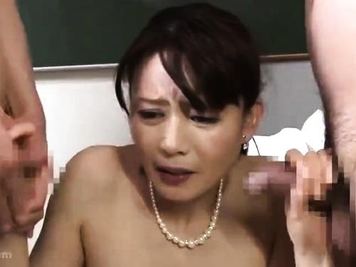 超乳熟女のフェラ3P