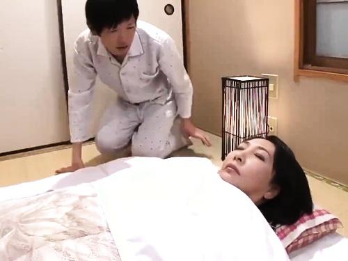 【寝取られ】フェラパイズリ中出しエッチされちゃうぽっちゃり神乳お姉さん