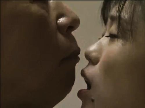 美乳欲求不満若妻のエロ動画