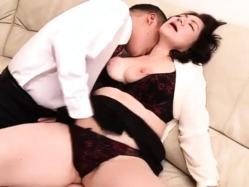六十路高齢熟女の近親相姦エロ動画