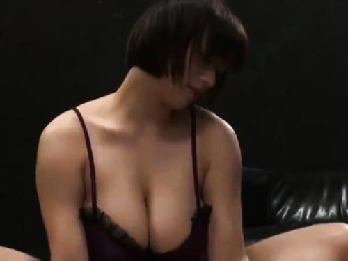 神乳ショートヘア姉のクンニ手コキ