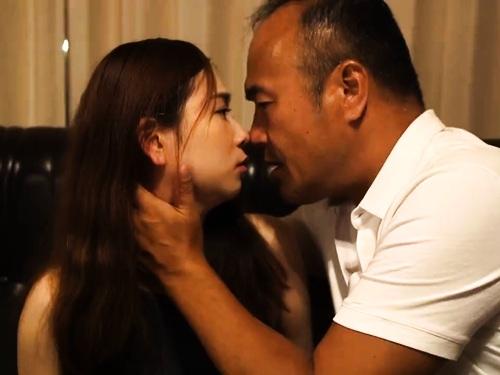 爆乳若妻の不倫快楽エロ動画