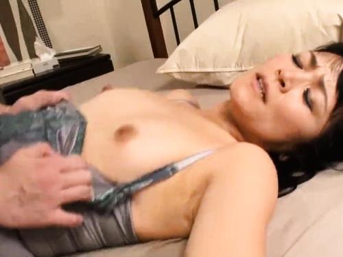 【寝取り】神乳女優のエロ動画