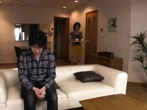 【寝取り】ノーパン熟女のエロ動画