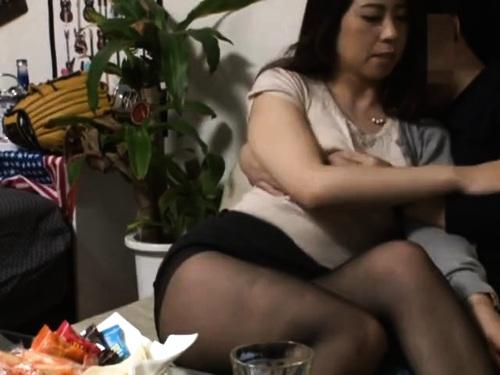 【人妻ナンパ】超乳素人人妻熟女のフェラ