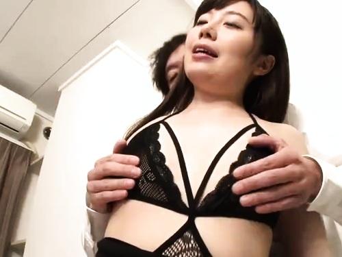 乳首責めフェラ騎乗位ちゃっかり膣内射精されちゃうパイパン熟女