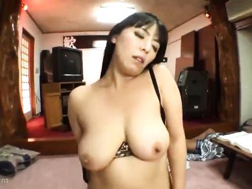 【寝取り】スレンダー貧乳熟女のエロ動画