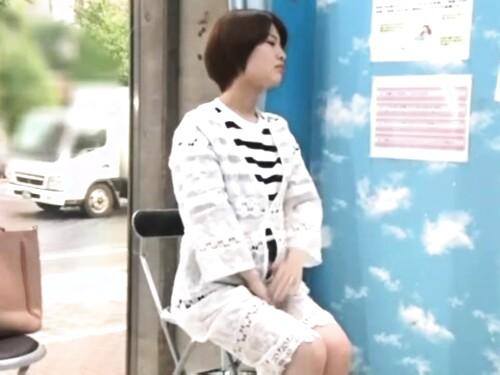 【人妻ナンパ】ちゃっかり中出しファックされちゃう美乳美巨乳素人お姉さん
