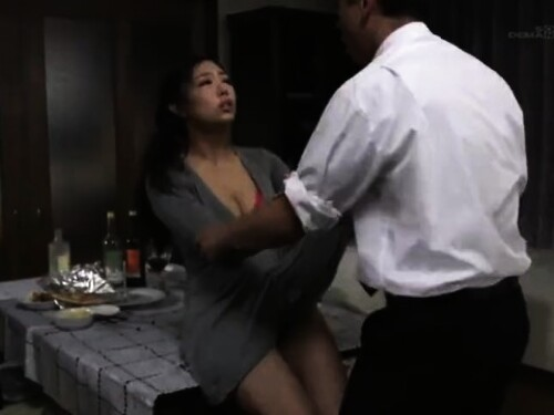 【寝取り】ちゃっかり中出しエッチされちゃう神乳人妻