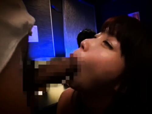 フェラ抜きちゃっかり中出しセックスされちゃう素人コスプレ痴女