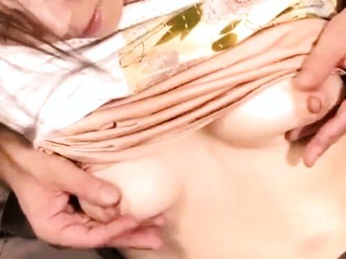 スレンダー熟女の近親相姦エロ動画