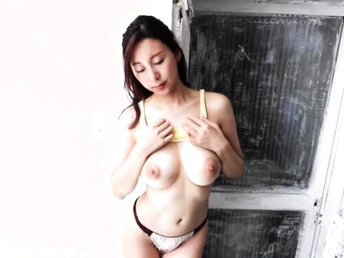 爆乳美乳パイパン女優のエロ動画
