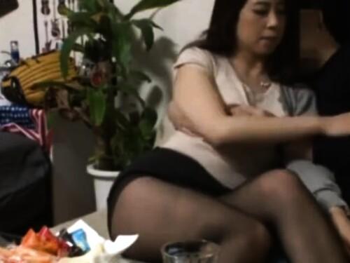 【素人ナンパ】盗撮中出しファックされちゃう熟女
